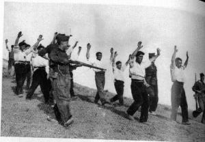 1936, noviembre: Los Nacionales llevan las tropas republicanas capturadas en el Frente de Somosierra.